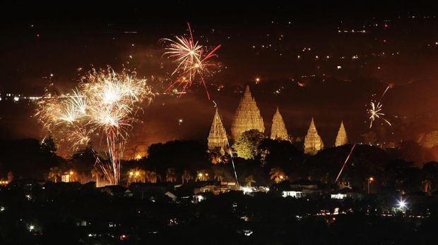 Candi Prambanan masih sering dijadikan tempat perayaan.