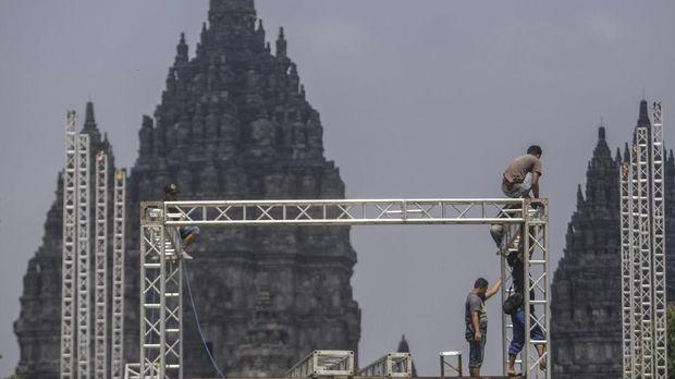 JogjaROCKarta sudah memasang panggung di Candi Prambanan, namun dibatalkan.