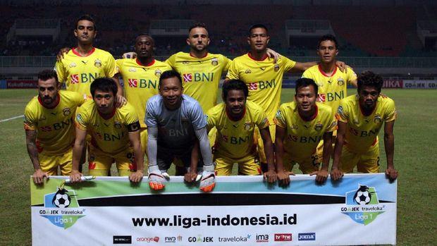 Bhayangkara FC merupakan hasil merger antara Surabaya United dan PS Polri.