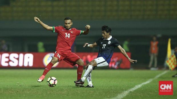 Rizky Rizaldi Pora yang masuk di paruh terakhir babak kedua gagal mencetak gol ke gawang Kamboja.