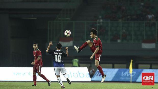 M Luthfi Kamal Baharsyah (kanan) berpeluang bukukan 'caps' perdana di Timnas Indonesia U-23.