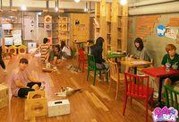 Kalau ke Seoul Bisa Makan di Kafe Ini Sambil Main dengan Rakun dan Domba