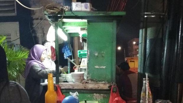 Penjual Mie Ayam Ini Gratiskan Penghapal 30 Juz Alquran Selamanya