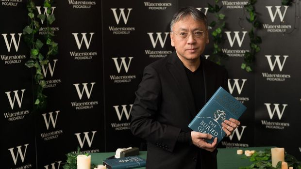 Kata Kaesang Soal Biaya Hidup di Singapura, Kazuo Ishiguro Raih Nobel Sastra