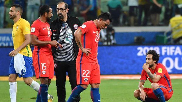 Timnas Chile bahkan kalah bersaing dengan Peru dalam perebutan tiket playoff Piala Dunia 2018.