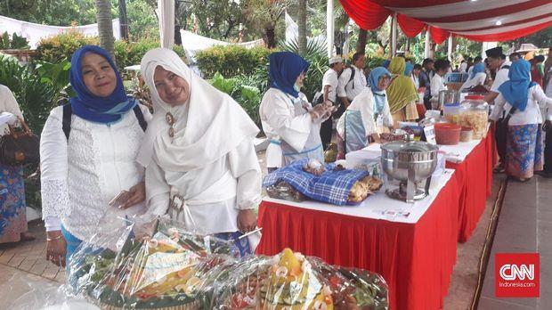 Sambut Anies-Sandi, Kuliner Gratis Tersedia di Balai Kota