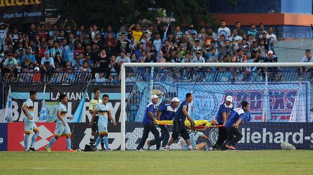 Insiden tabrakan Choirul Huda dengan Ramon Rodrigues di Stadion Surajaya menyisakan duka.