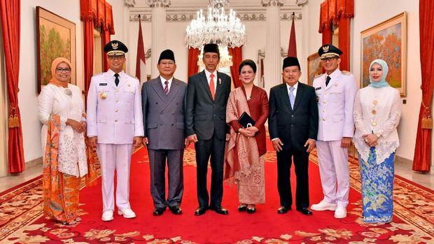 Presiden Jokowi dan Wapres JK lakukan sesi foto bareng Prabowo dan Anies-Sandi di Istana
