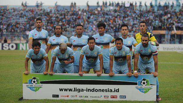 Choirul Huda merupakan legenda sepak bola Lamongan. Persela Lamongan, menjadi klub profesional satu-satunya yang pernah dibela.