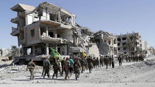 Raqqa yang sudah hancur dihantam perang kini kembali dikuasai Suriah.