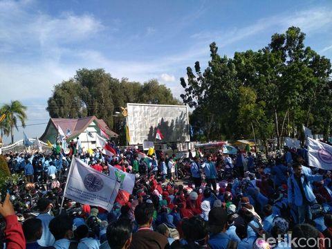 Demo Mahasiswa Ricuh, Kepala Kapolresta Pekanbaru Bocor Kena Batu