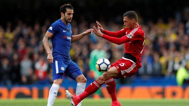 Duel sengit di lini tengah antara Chelsea vs Watford. (