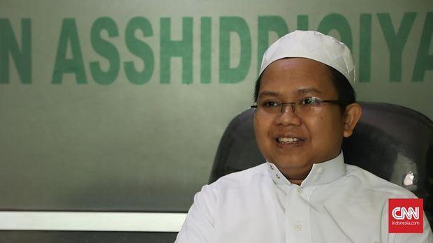 Pengasuh Pondok Pesantren (Ponpes) Asshidiqqiyah, KH Ahmad Mahrus Iskandar mengatakan, pihaknya tak menafikan pentingnya internet dalam mendorong pengembangan keilmuan santri.