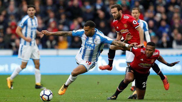 MU mengalami kekalahan mengejutkan dari Huddersfield Town pada pekan kesembilan Liga Primer Inggris musim ini.