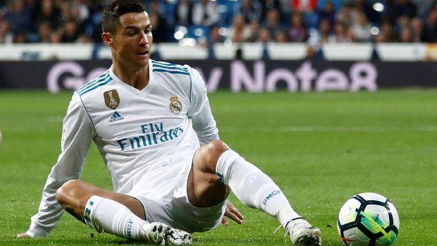 Cristiano Ronaldo tampak kecewa karena belum bisa keluar dari paceklik gol. (