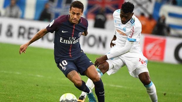 Neymar masih terus menjadi bayang-bayang Cristiano Ronaldo dan Lionel Messi dalam hal gelar individu.