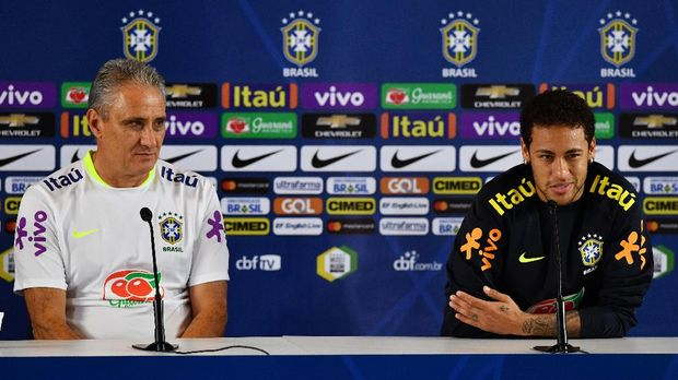 Neymar merasa bosan dan gusar terus ditanyakan soal kepindahan ke Real Madrid. (