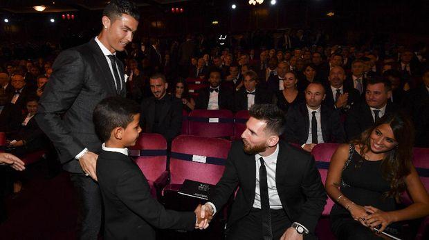 Cristiano Ronaldo dan Lionel Messi kembali bersaing ketat meraih Ballon d'Or. (