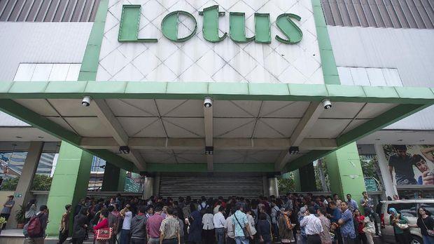 Gerai pusat perbelanjaan Lotus tutup karena menangkap sinyal perubahan pola berbelanja masyarakat.