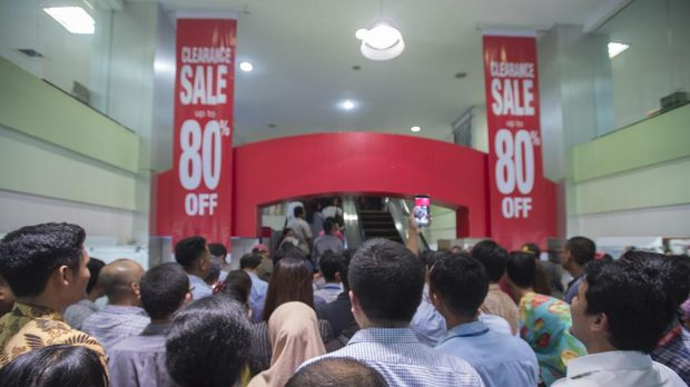 Sale di Lotus Departement Store