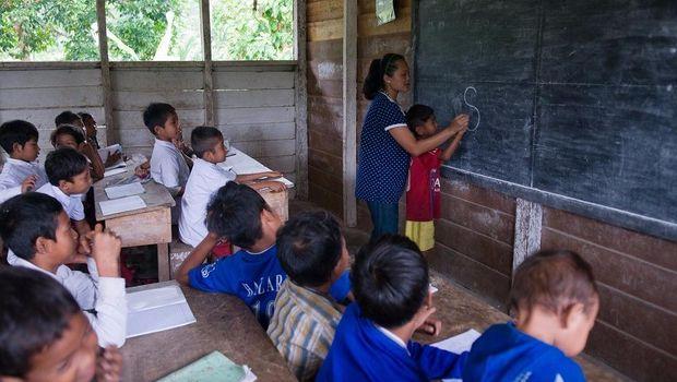 Suka Duka Helen Mengajar Anak Pedalaman Sumatera