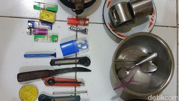 Barang-barang yang ditemukan saat penyergapan terduga teroris di NTB
