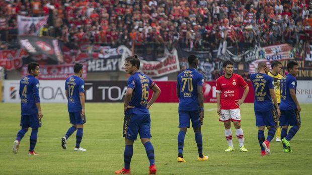 Persib Bandung memilih walkout pada menit ke-83 dan pada saat skor 1-0 untuk keunggulan Persija. (