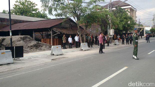 Jokowi pantau simulasi kirab pernikahan Kahiyang /