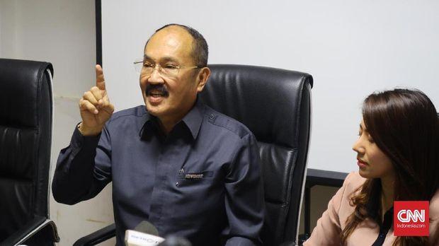 Kuasa hukum Setya Novanto, Friedrich Yunadi, bertekad untuk melakukan perlawanan hukum terhadap KPK terkait penetapan kilennya sebagai tersangka kasus e-KTP yang kedua kalinya.