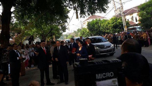 SBY dan keluarga hadiri pernikahan Kahiyang-Bobby.