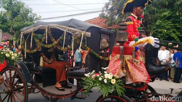 Bobby Nasution tiba di Graha Saba Buana.