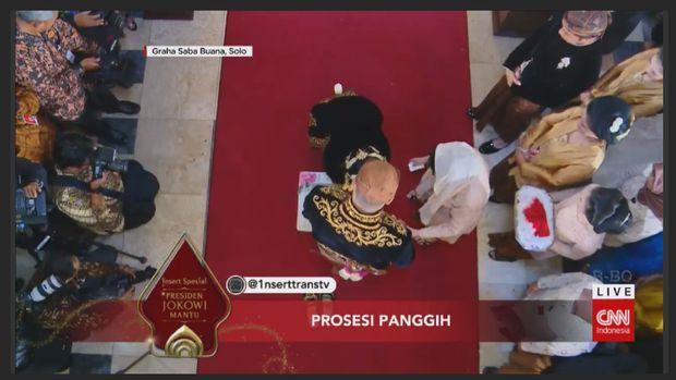 Rangkaian upacara panggih pernikahan Kahiyang-Bobby.
