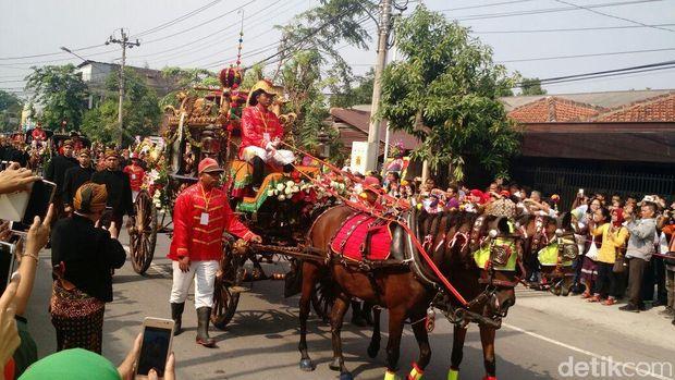 Kahiyang tiba di Graha Saba Buana