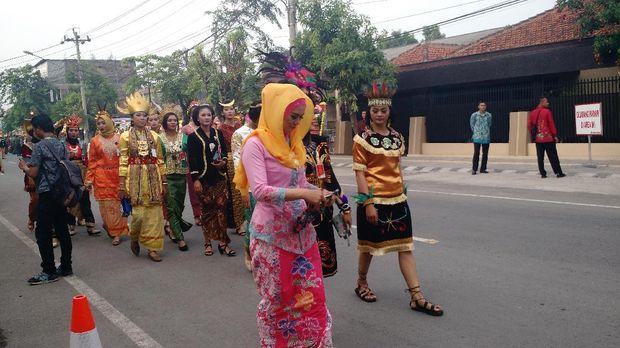 Tamu mulai berdatangan ke lokasi pernikahan Kahiyang-Bobby di Graha Saba Buana.