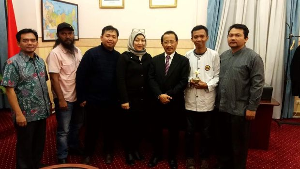 Dubes Wahid ditemui kelompok teater asal Bandung, Behind The Actors