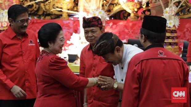 Megawati mengumumkan pasangan calon gubernur-wakil gubernur PDIP di Pilgub Bali pada Sabtu (11/11).