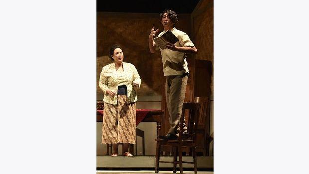 Hapsah, yang diperankan Sita Nursanti, menghidupkan teater Perempuan Perempuan Chairil.