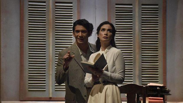 Chairil Anwar dan Ida Nasution yang diperankan Reza Rahadian dan Marsha Timothy.
