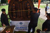 Foto: Tas Raksasa Motif Aceh Pecahkan Rekor MURI (Datuk-detikcom)