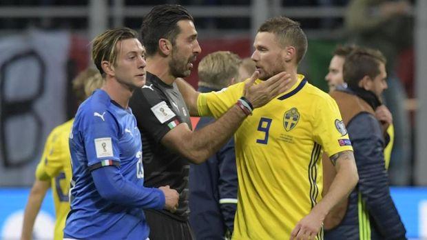 Federico Bernardeschi menyesal tidak mampu membantu pemain senior Italia mengakhiri kariernya dengan manis.