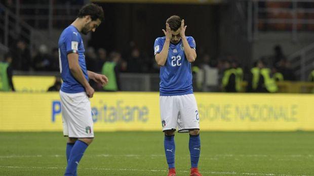 Kegagalan Timnas Italia ke Piala Dunia 2018 berbuntut mundurnya Carlo Tavecchi dari jabatan Presiden FIGC. (