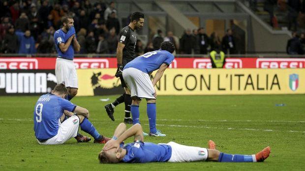 Empat pemain senior Italia resmi pensiun dari timnas usai gagal ke Piala Dunia 2018.