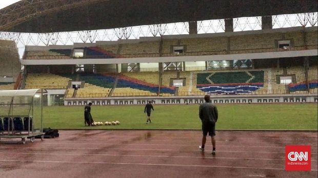 Kondisi Stadion Wibawa Mukti jelang latihan Timnas Indonesia U-23.