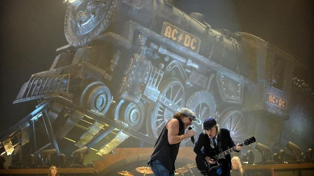 Posisi Malcolm Young di AC/DC digantikan Stevie Young sejak 2014.