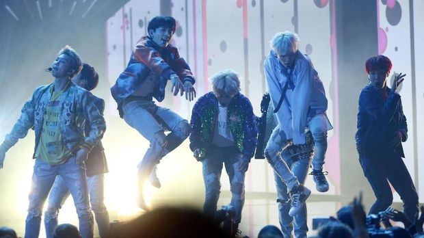 Penampilan BTS di American Music Awards 2017.