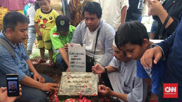 Laila Sari meninggal pada Senin (20/11) dan dimakamkan di TPU Karet Bivak, Selasa (21/11).