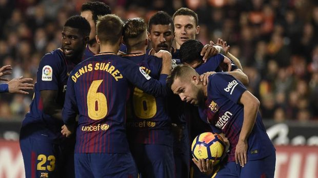 Jordi Alba mencetak gol penyama kedudukan 1-1 untuk Barcelona. (