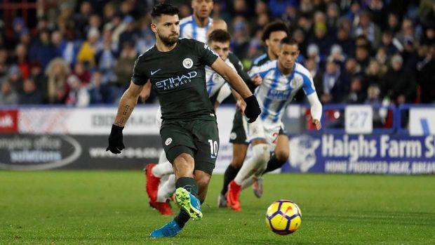 Sergio Aguero menyamakan kedudukan untuk Manchester City.