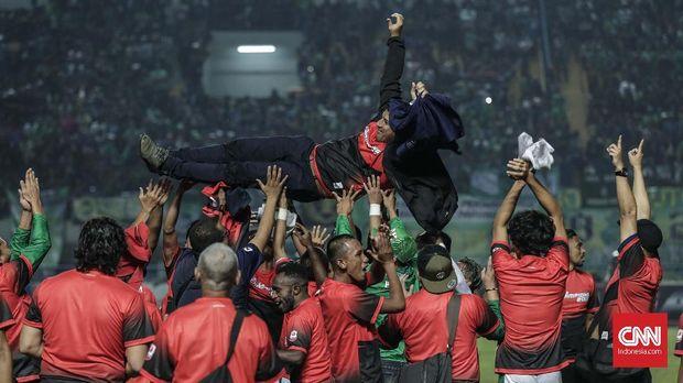 Persebaya Surabaya memastikan juara Liga 2 di Bandung. (