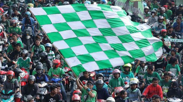 Kesebelasan-kesebelasan di Indonesia memiliki penggemar fanatik.